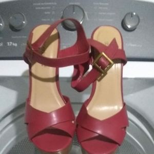 Madison by ShoeDazzle red Criss-Cross wedge heels